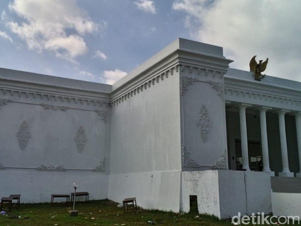 Ini Cerita di Balik Pembangunan Kantor Desa Mirip Istana Merdeka