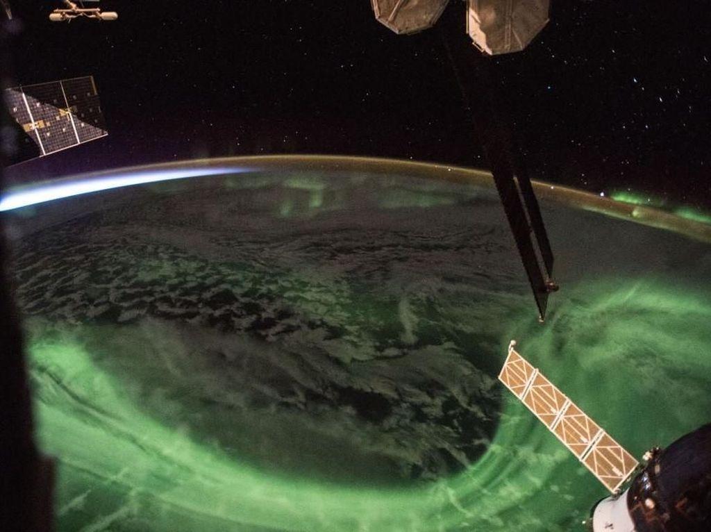 Foto: Indahnya Aurora dari Kamera NASA