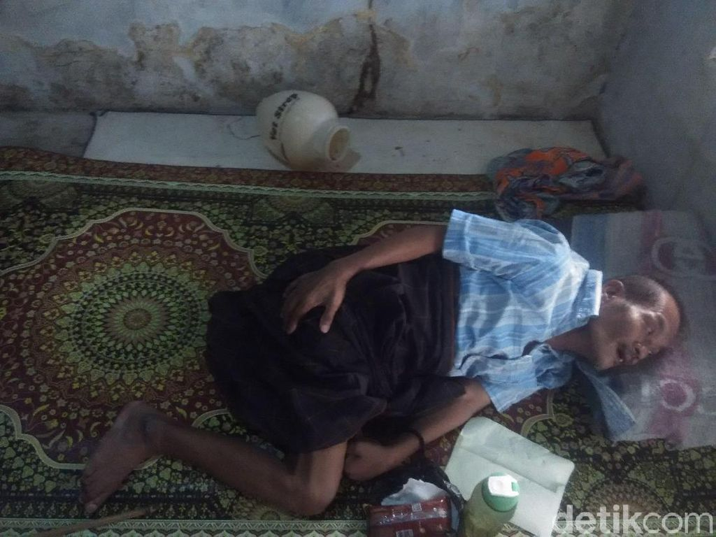 Kisah Pilu Kakek di Bandung Barat Huni Bekas Gudang Pakan Ayam