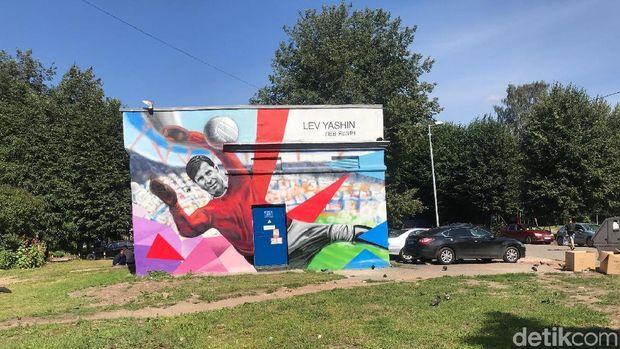 Mural Lev Yashin di salah satu sisi jalan Kaliningrad
