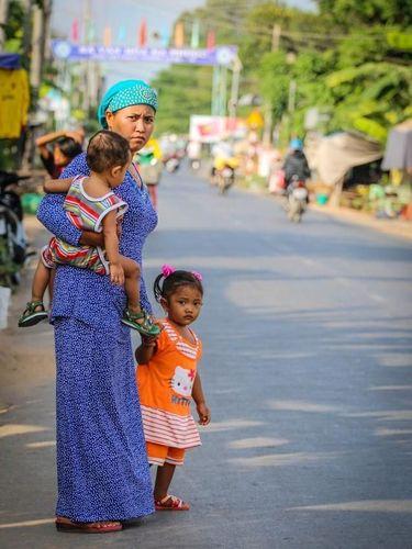 Melihat Gaya Hijabers Vietnam Ini Seperti Kembali ke Tahun 80-an