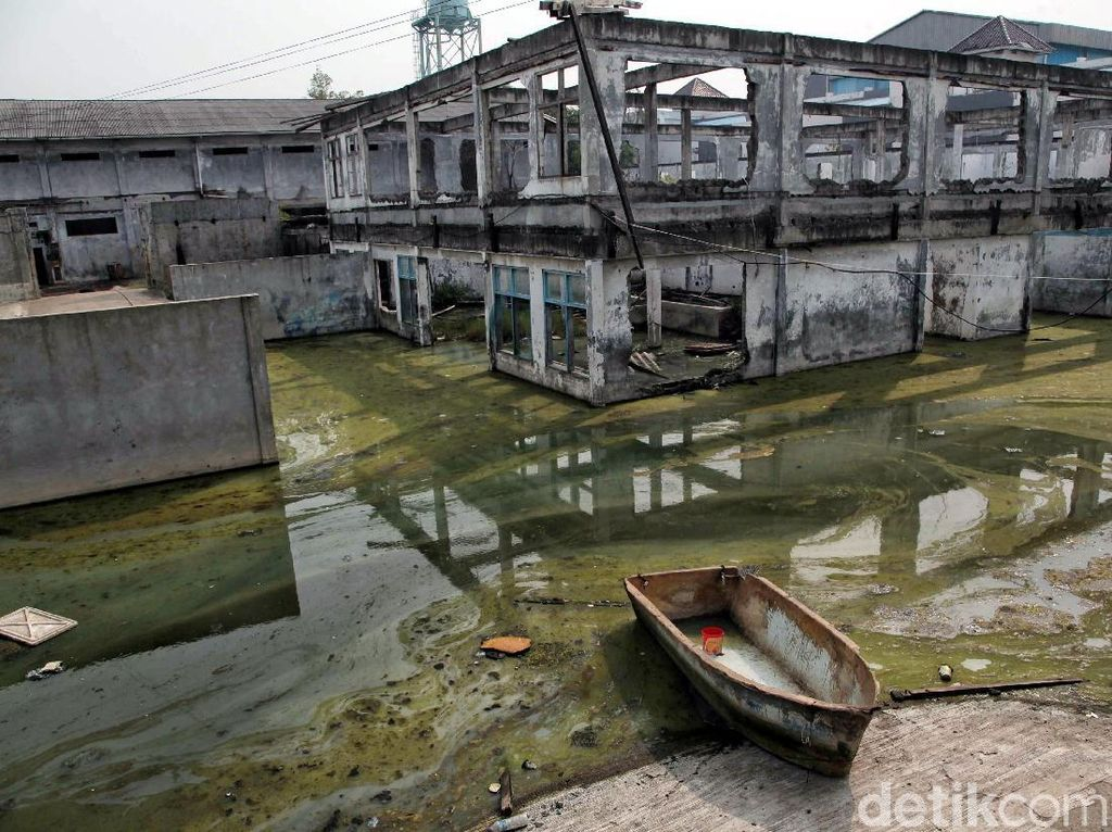 Miris! Bangunan Ini Hancur Akibat Banjir Rob