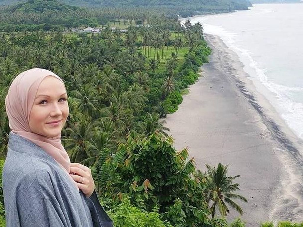 Foto: Hijabers Cantik dari Estonia yang Gemar Traveling