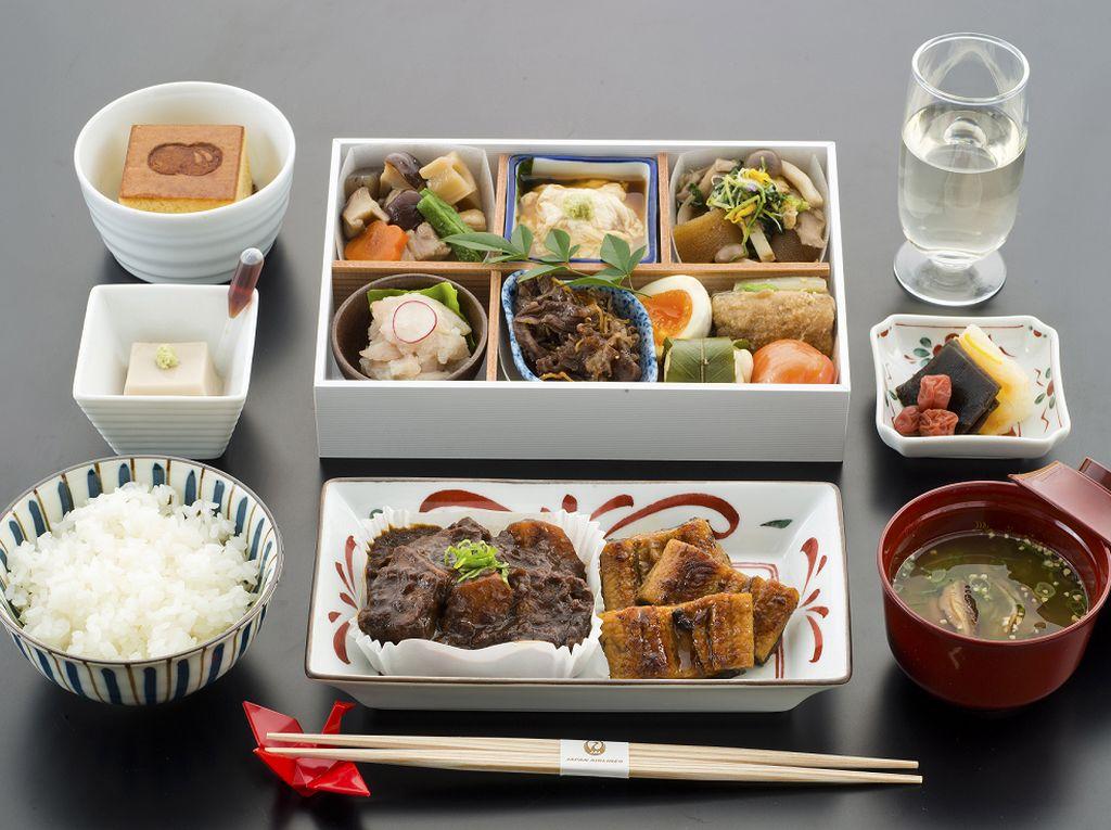Saat Maskapai Jepang Jualan Makanan Hanya Demi Bertahan Hidup