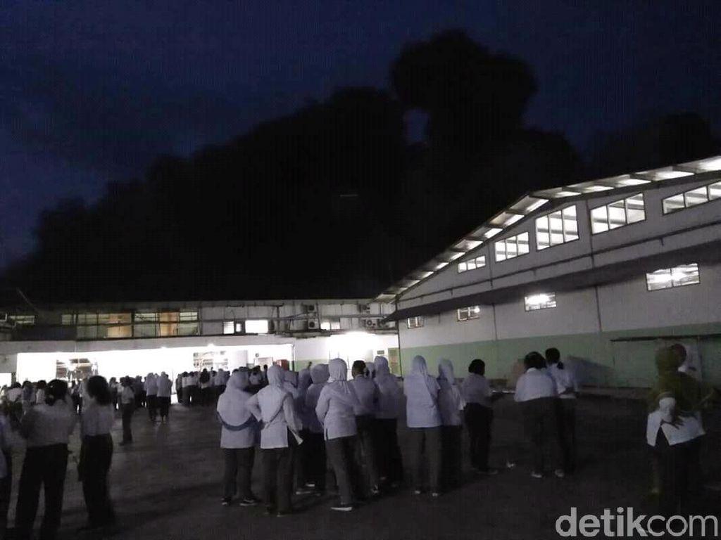 Kebakaran Gudang Tekstil Merambat, Sejumlah Karyawan Pingsan