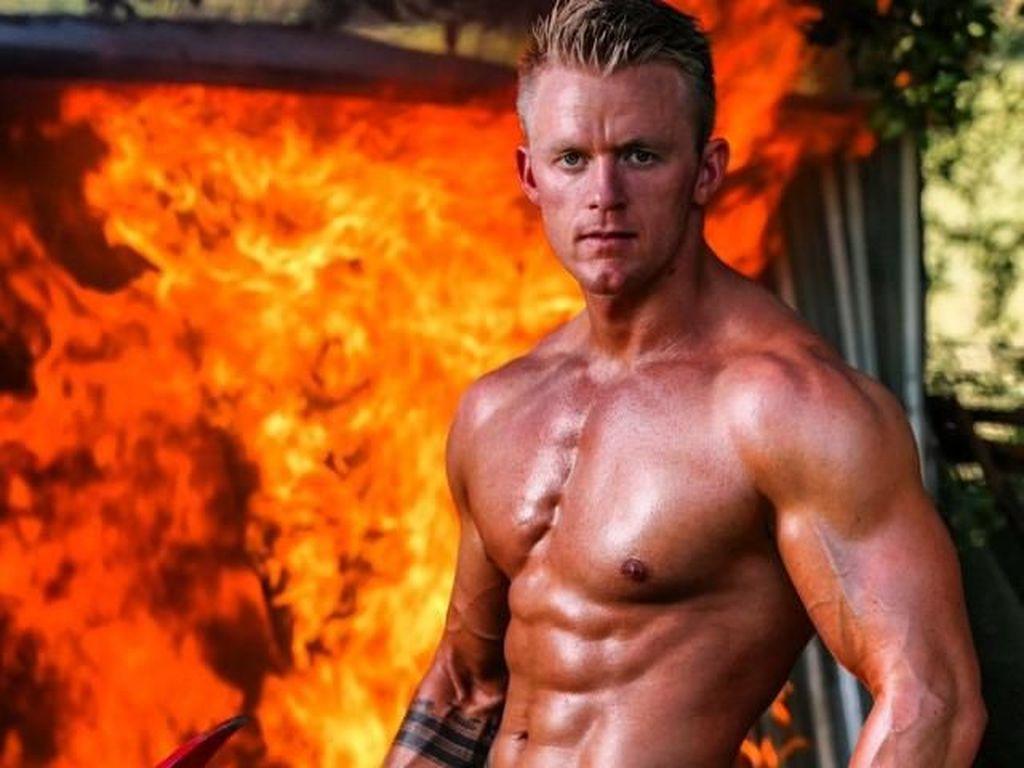 Luke Wood, Pemadam Kebakaran Ganteng yang Suka Pantai