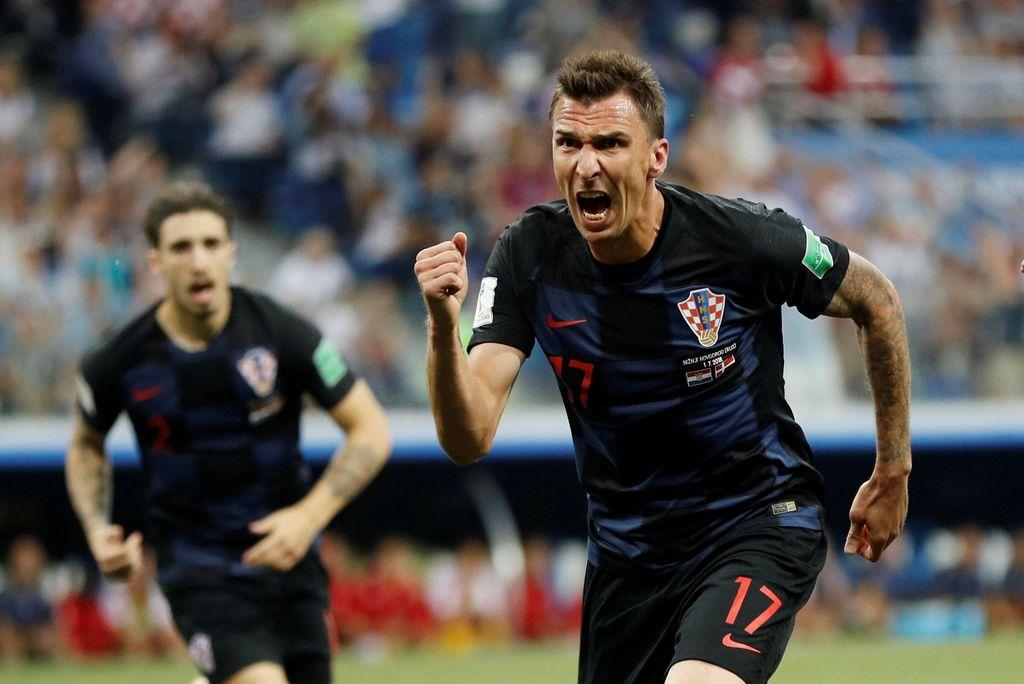 Soccer Football - World Cup - Round of 16 - Croatia vs Denmark - Nizhny Novgorod Stadium, Nizhny Novgorod, Russia - July 1, 2018  Croatia's Mario Mandzukic scores their first goal    REUTERS/Darren Staples