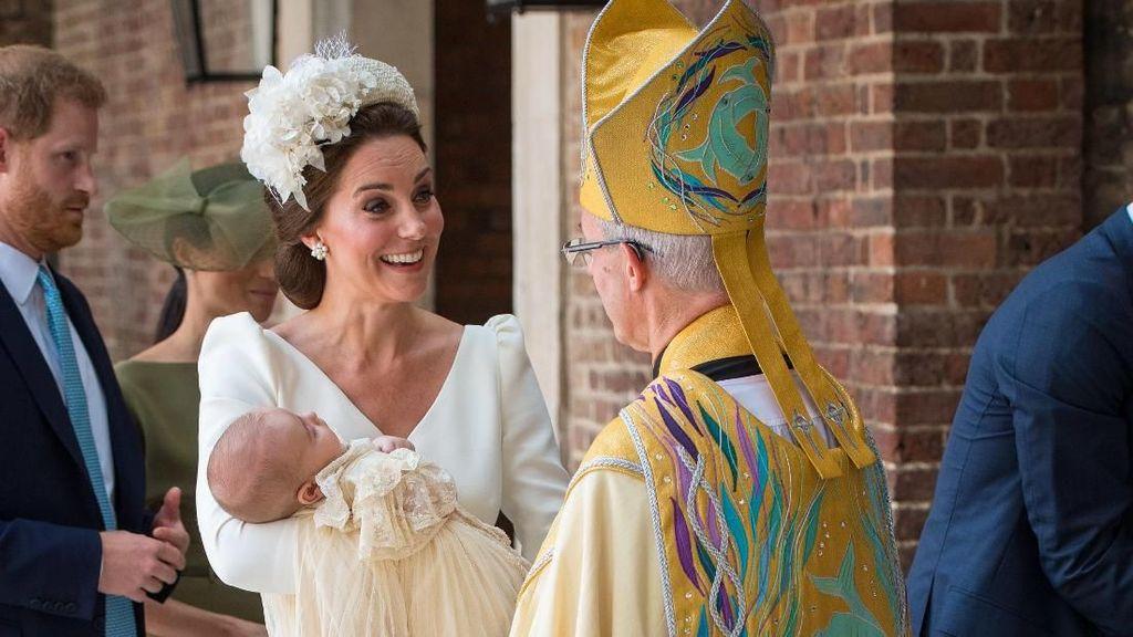 Senyum Kate Middleton saat Pembaptisan Pangeran Louis