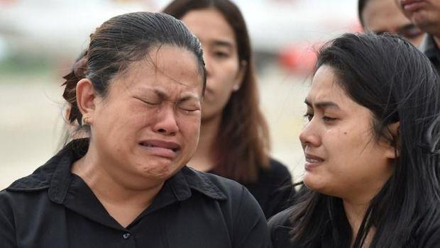 Ekspresi keluarga saat pemakaman Saman /