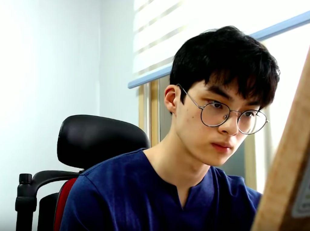 Sosok YouTuber Misterius & Pendiam yang Hebohkan Netizen