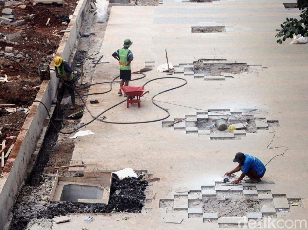 Dipakai Proyek MRT, Trotoar Depan Le Meridien Belum Diperlebar