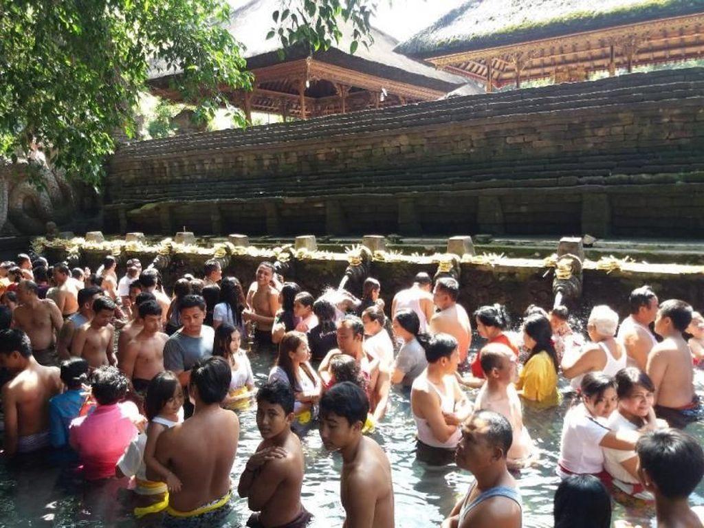 Pancuran Segar di Pura Tirta Empul Tampaksiring Bali