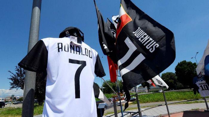 Kedatangan Cristiano Ronaldo ke Juventus diprotes buruh pabrik FIAT dengan bakal menggelar mogok kerja. (Foto: Massimo Pinca/REUTERS)