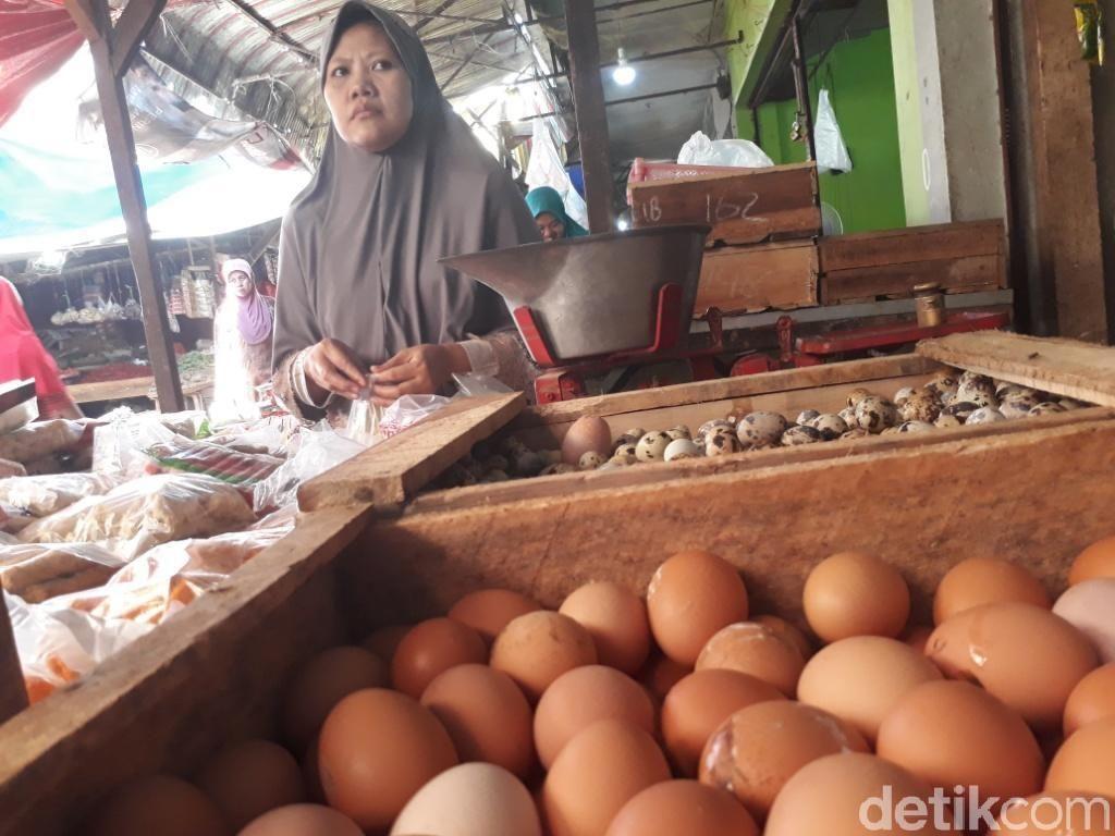 Harga Naik, Telur Ayam Tetap Diburu Warga Pasuruan