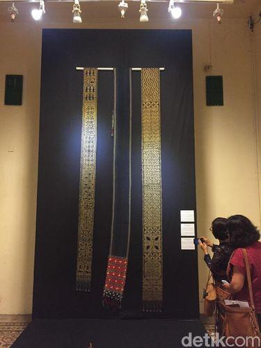 Koleksi tenun milik John dipamerkan di Museum Tekstil Jakarta sampai 5 Agustus mendatang.