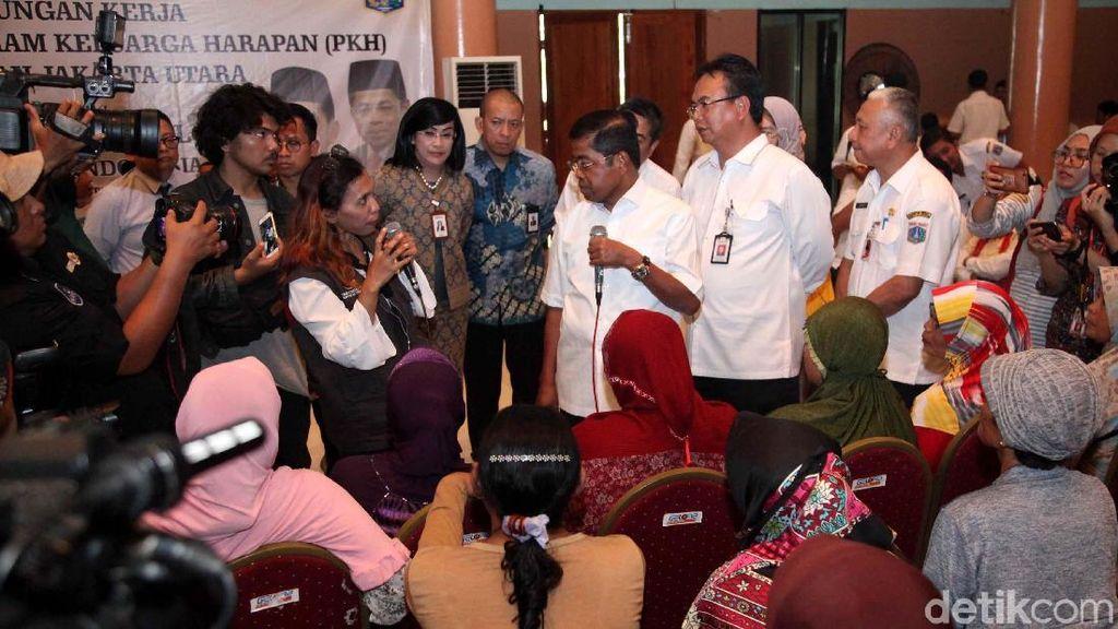 Mensos Temui Korban Penyelewengan Dana PKH