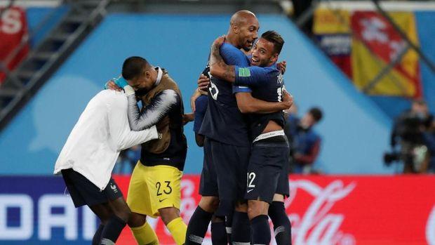 Timnas Prancis ketika merayakan keberhasilan ke final Piala Dunia 2018.