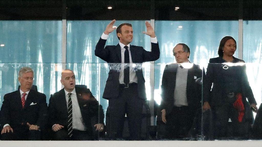 Selebrasi Macron di Samping Raja Belgia saat Prancis Cetak Gol