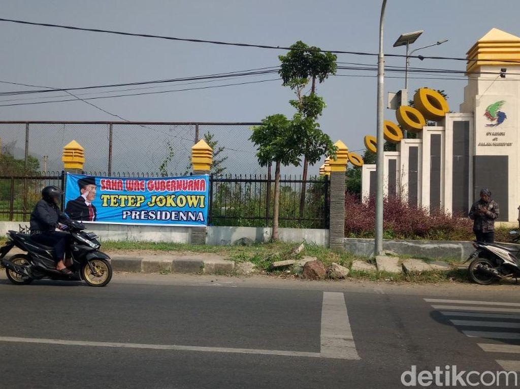 Muncul Spanduk Dukung Jokowi Tetap Presiden di Bandung