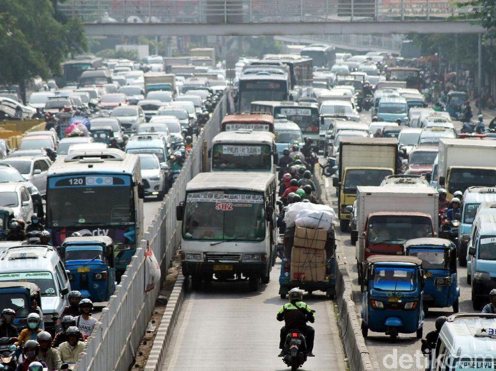 Kurangi Polusi di Jakarta, Anies Akan Tingkatkan Transportasi Massal
