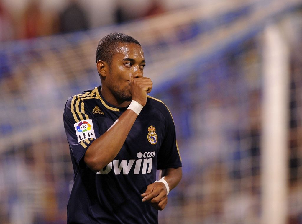 ZARAGOZA, SPAIN - MAY 11:   Robinho of Real Madrid celebrates after scoring Real's second goal during the La Liga match between Real Zaragoza and Real Madrid at the Romareda stadium on May 11, 2008 in Zaragoza, Spain.  (Photo by Denis Doyle/Getty Images)