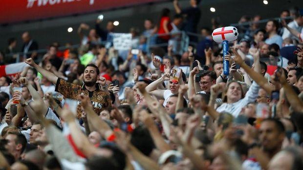 Para penonton di Stadion Luzhniki jelang Kroasia vs Inggris.