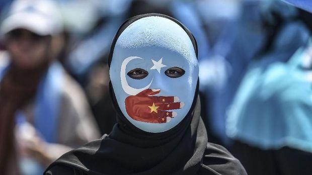 Puja-puji bagi China dan Mitos Solidaritas Muslim bagi Uighur