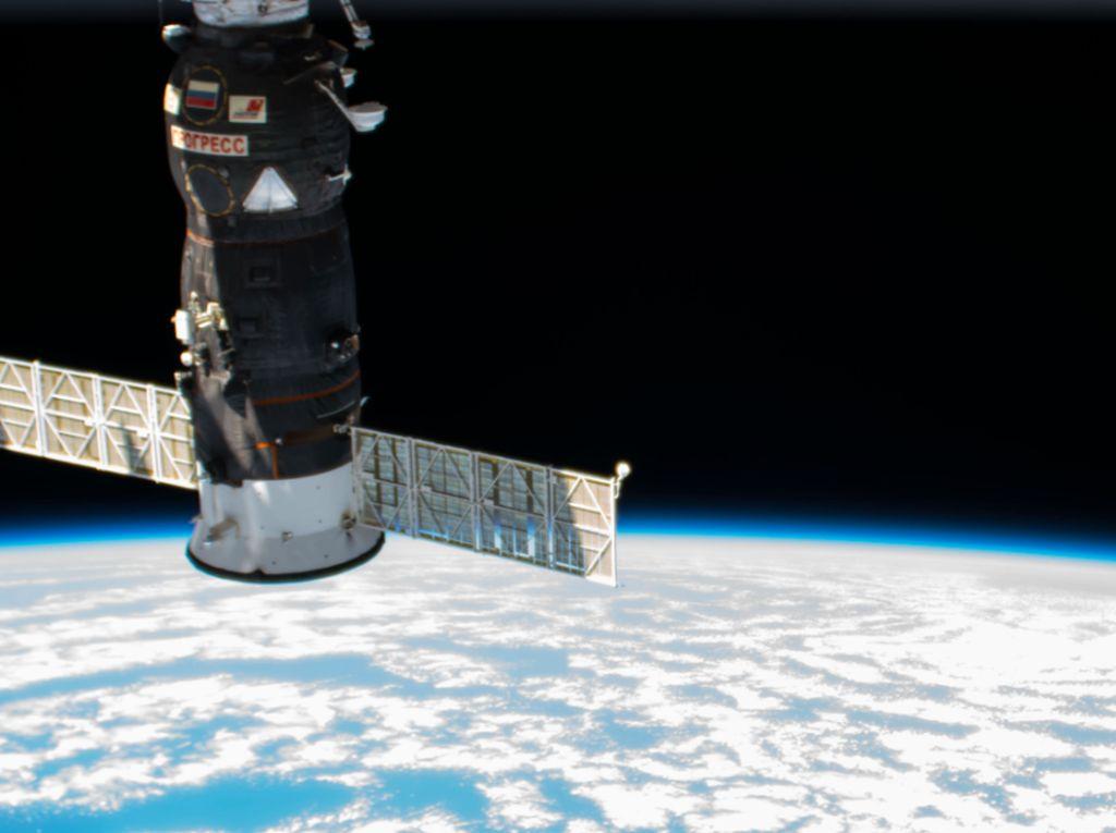 Pesawat Rusia Ukir Rekor Terkencang Capai Stasiun Antariksa