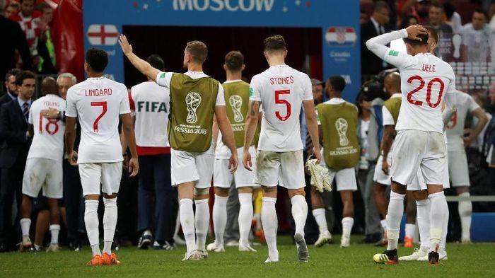 Sebelum Inggris tersisih di semifinal Piala Dunia 2018, ada fansnya yang amat pede sampai bikin tato gede (Foto: Grigory Dukor/Reuters)