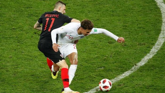 Kroasia vs Inggris masih sama kuat 1-1 hingga jeda babak tambahan semifinal Piala Dunia 2018. (Foto: Christian Hartmann/Reuters)