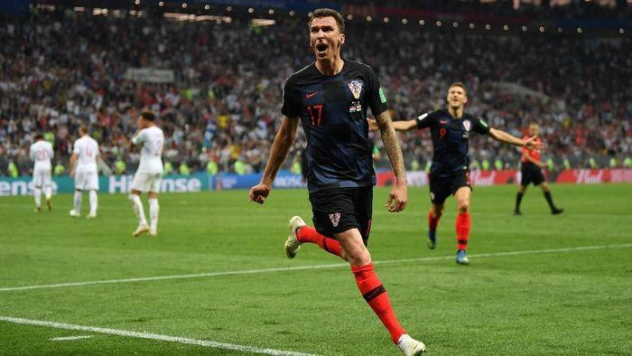 Mario Mandzukic memastikan Kroasia menang 2-1 atas Inggris di semifinal dan melenggang ke final Piala Dunia 2018. (Foto: Dan Mullan/Getty Images)
