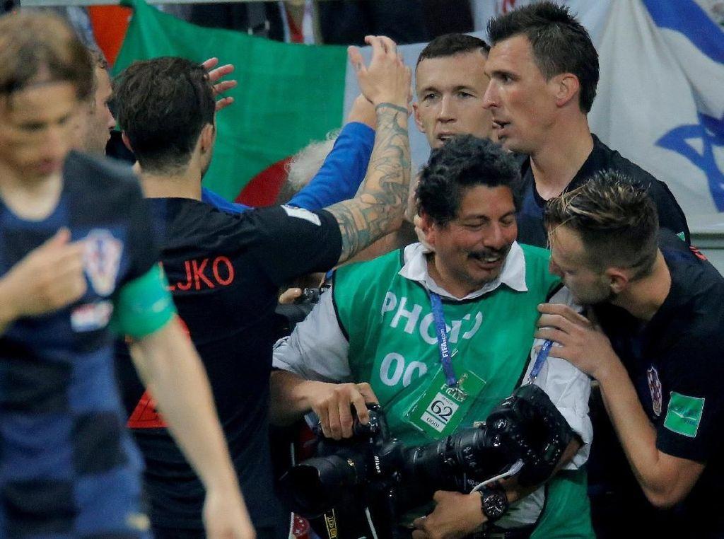 Ditindih Mandzukic dkk, Fotografer Ini Diundang Liburan ke Kroasia