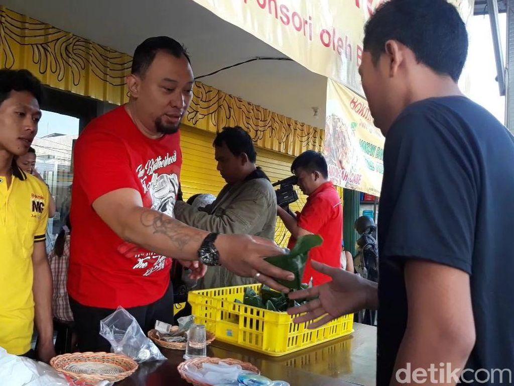 Chef Ini Beramal Lewat Nasi Bungkus Murah, Cuma Rp 1.000
