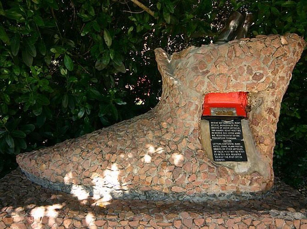 Kotak Pos Pertama di Afrika Selatan Adalah Pohon