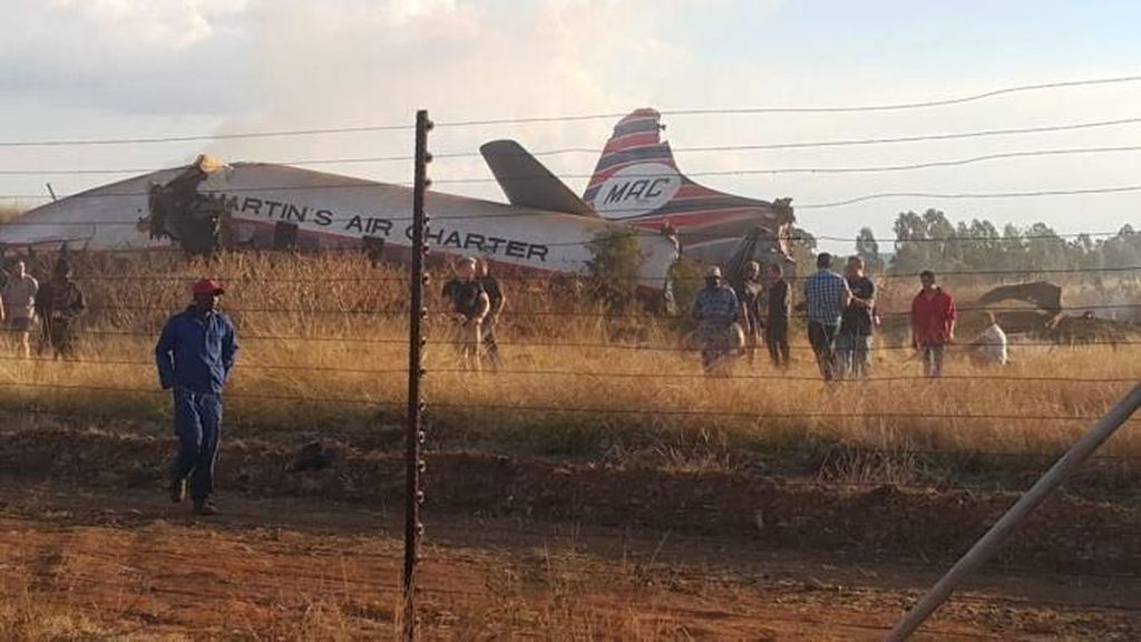 Foto: Pesawat Qantas Berusia 64 Tahun yang Jatuh di Afrika Selatan