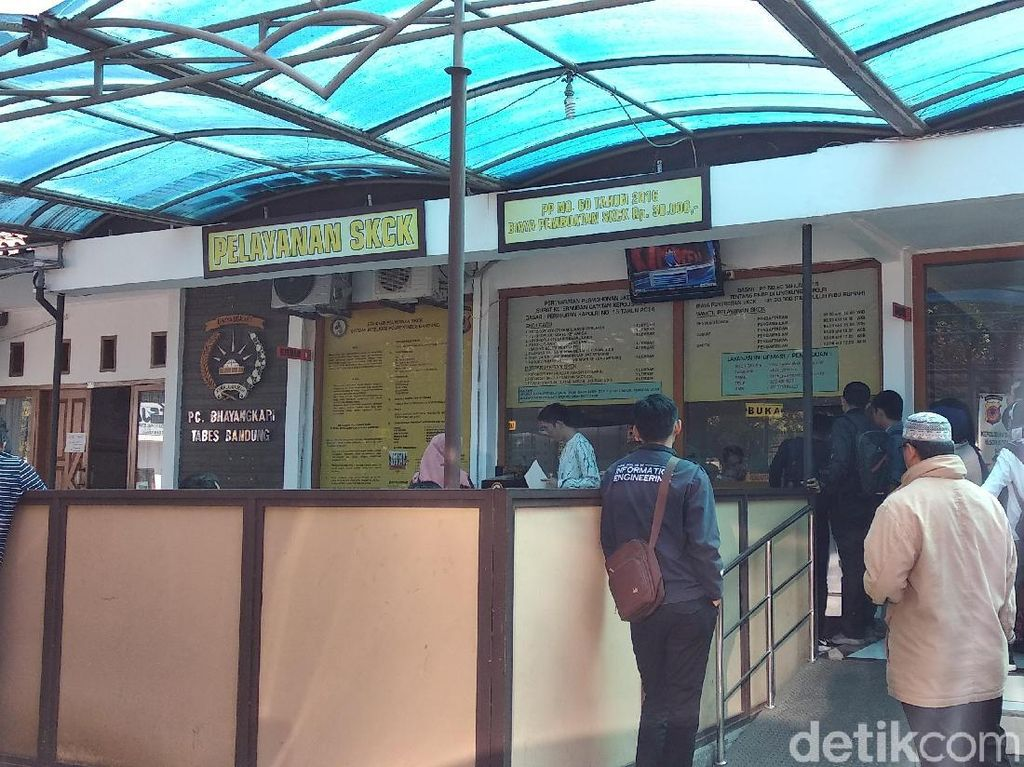 Lengkapi Syarat, Ratusan Caleg Bikin SKCK di Polrestabes Bandung