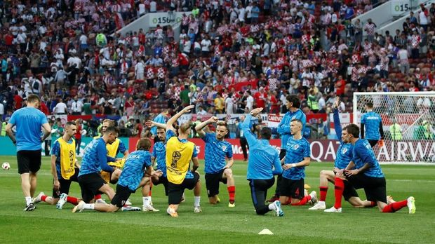 Timnas Kroasia menjalani pemanasan di Stadion Luzhniki.