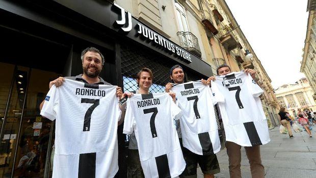 Cuadrado Ikhlaskan Kostum Nomor 7 Juventus untuk Ronaldo