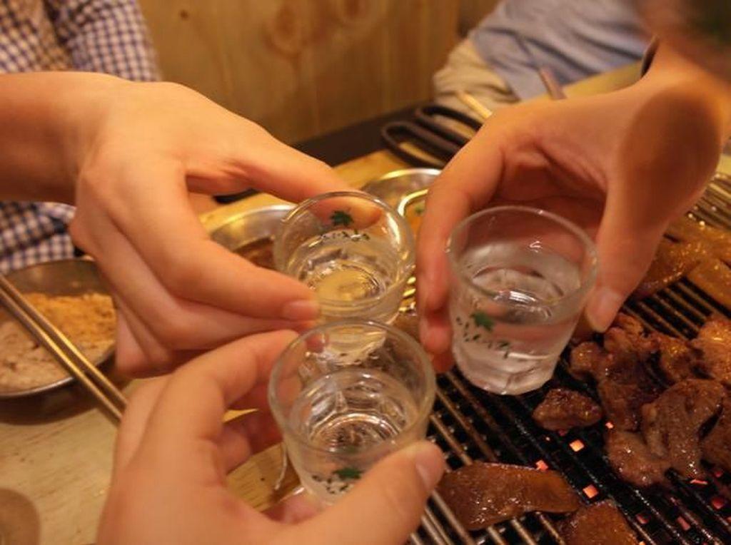 Virus Corona Mewabah, Produsen Soju Sumbang Alkohol untuk Sanitizer