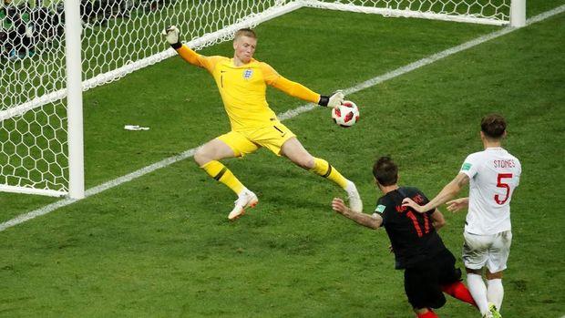 Kroasia berbalik unggul 2-1 melalui aksi Mario Mandzukic.