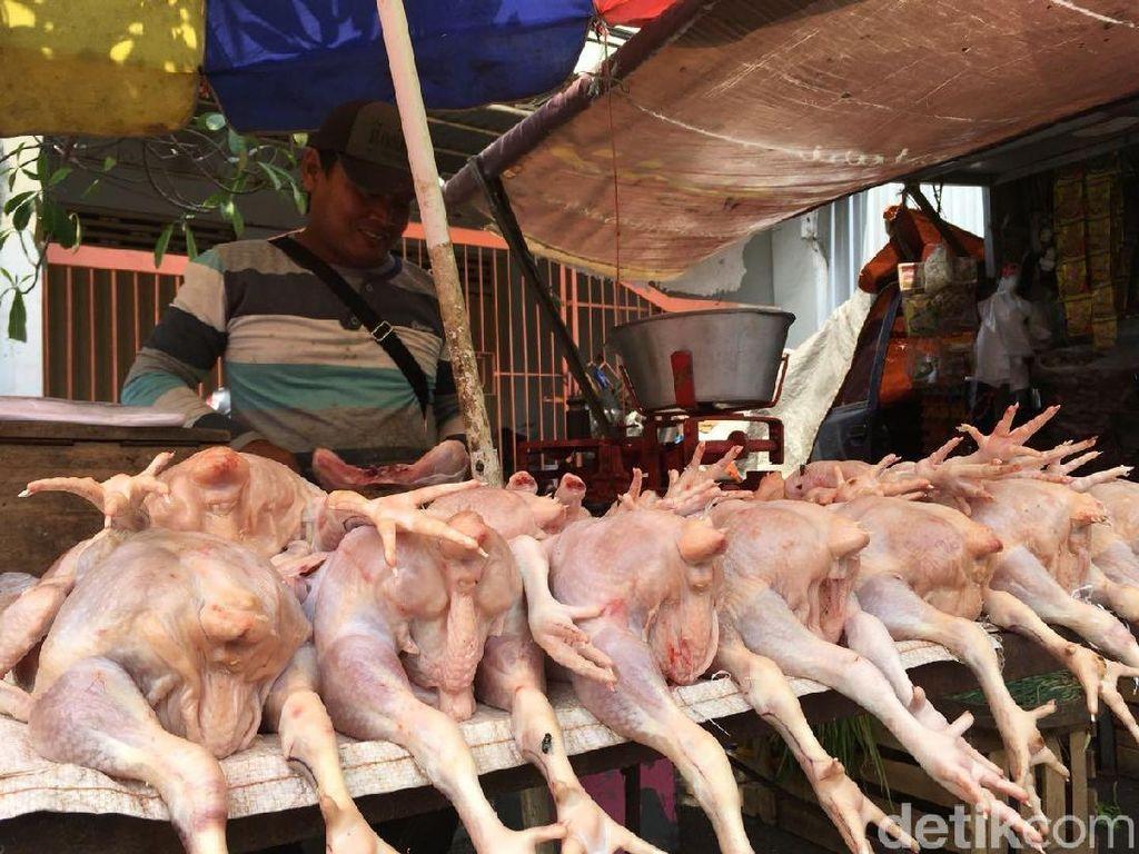 Harga Bawang Merah dan Daging Ayam Naik, November Inflasi