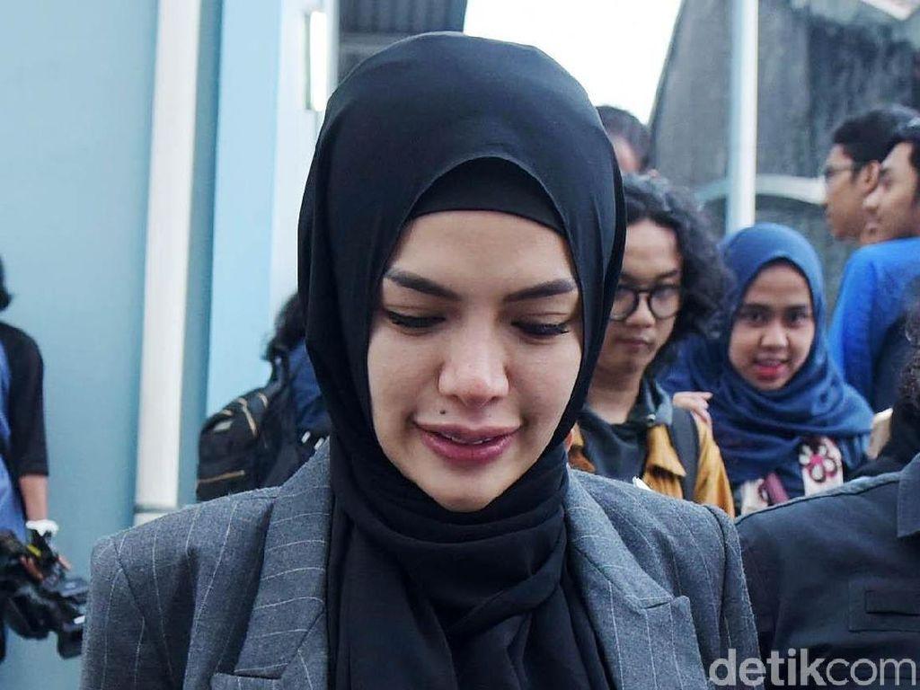 Nikita Mirzani Kok Batal Bicara Soal Isu Kehamilannya dan Dipo?