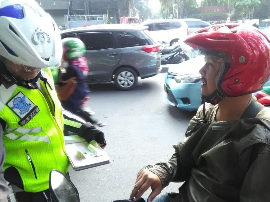 Motor Diangkut Polisi karena STNK Mati, Pria ini Marah-marah