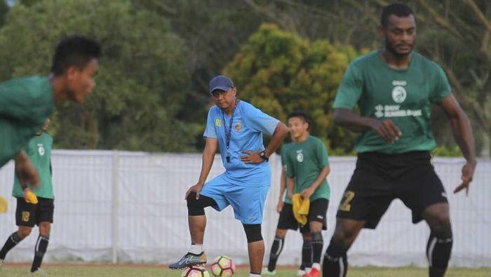 Pelatih Rahmad Darmawan masih mempertimbangkan apakah akan kembali ke Sriwijaya FC atau tidak (Foto: Nova Wahyudi/ANTARA FOTO)