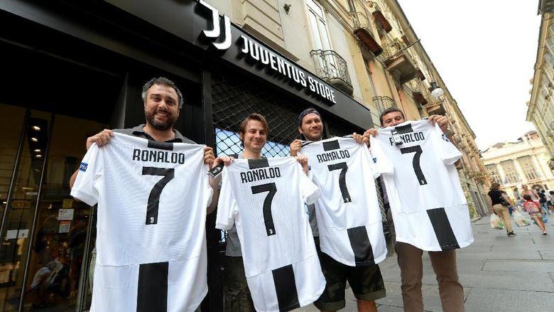 Ronaldo Effect: Juventus Raih Rp 923 Miliar Sehari dari Jersey CR7