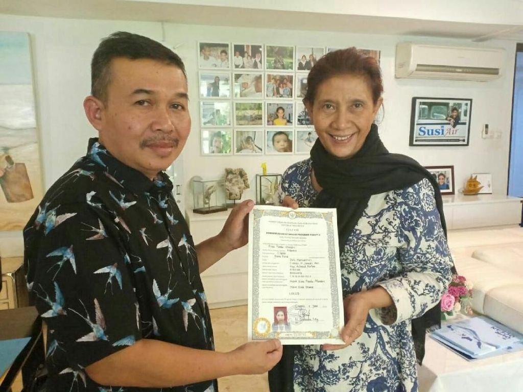 Momen Susi Pudjiastuti Ujian Paket C hingga Terima Ijazah