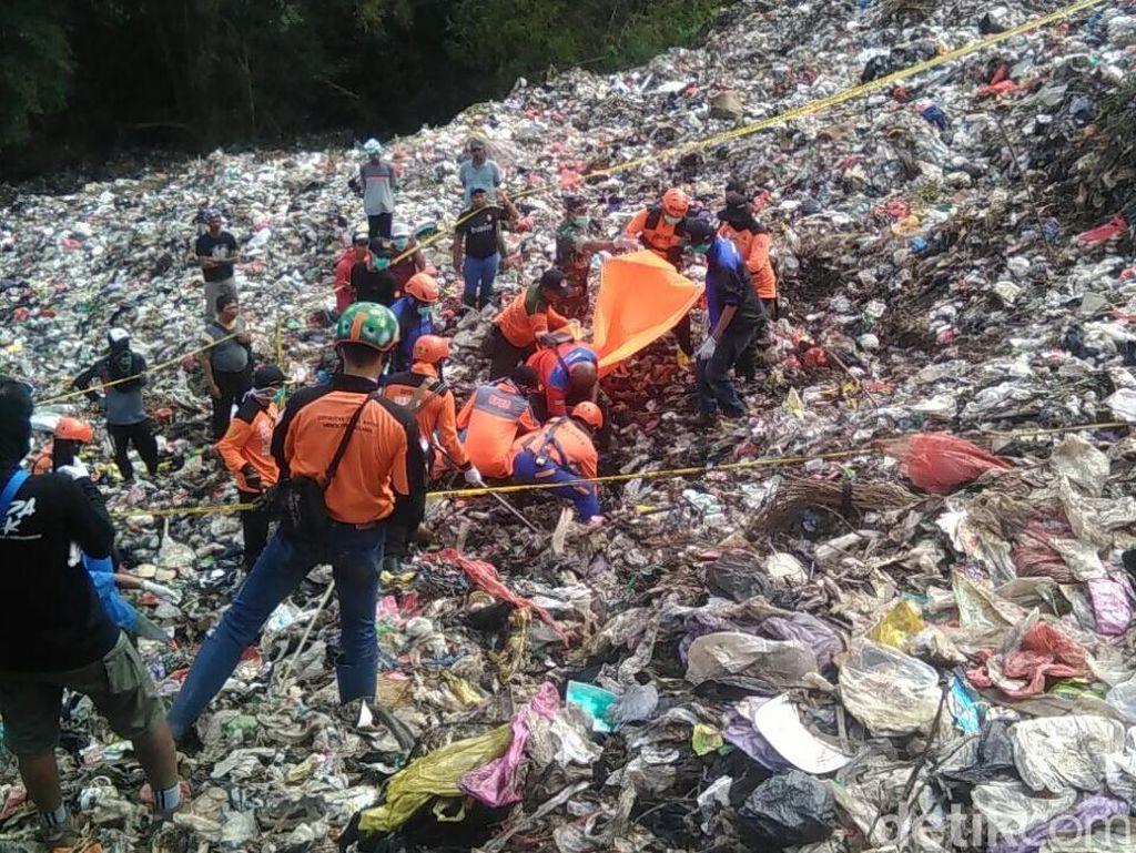 Begini Perjuangan Tim SAR Mencari Pemulung Tertimbun Sampah di Malang