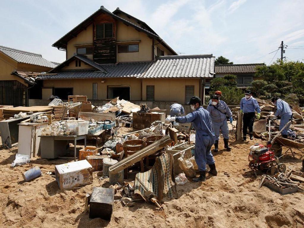 Potret Negeri Sakura Porak-peranda Usai Banjir Dahsyat