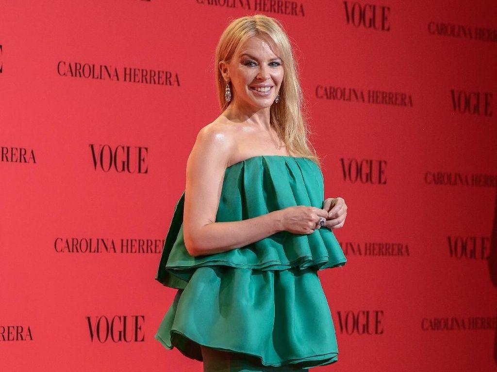 Sukses Menjadi Penyintas Kanker, Kylie Minogue Tampil di Festival Musik