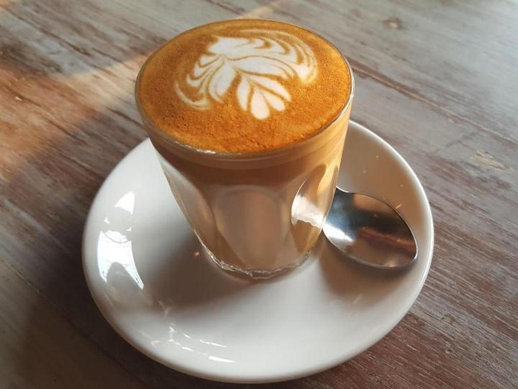 Slurpp! Menyesap Cappuccino Ditemani Quiche Keju dan Daging